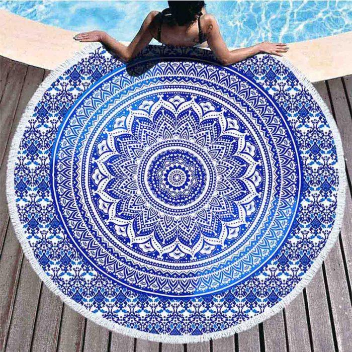 Mandala strandlaken blauw bij zwembad