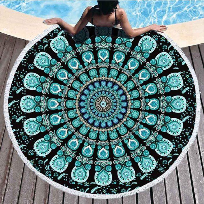 Mandala strandlaken Mintgroen zwart bij zwembad